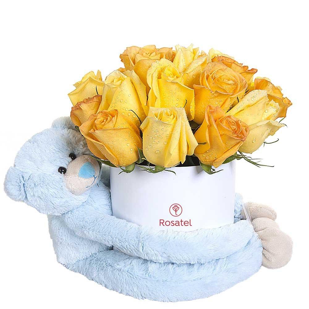 Sombrerera Blanca Mediana con 21 Rosas y Amoroso Celeste Rosatel