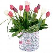 Sombrerera Mediana Corazones Amor con 12 Tulipanes