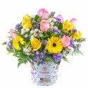 Sombrerera Arcoíris Hello Kitty con 10 Rosas y Flores Rosatel