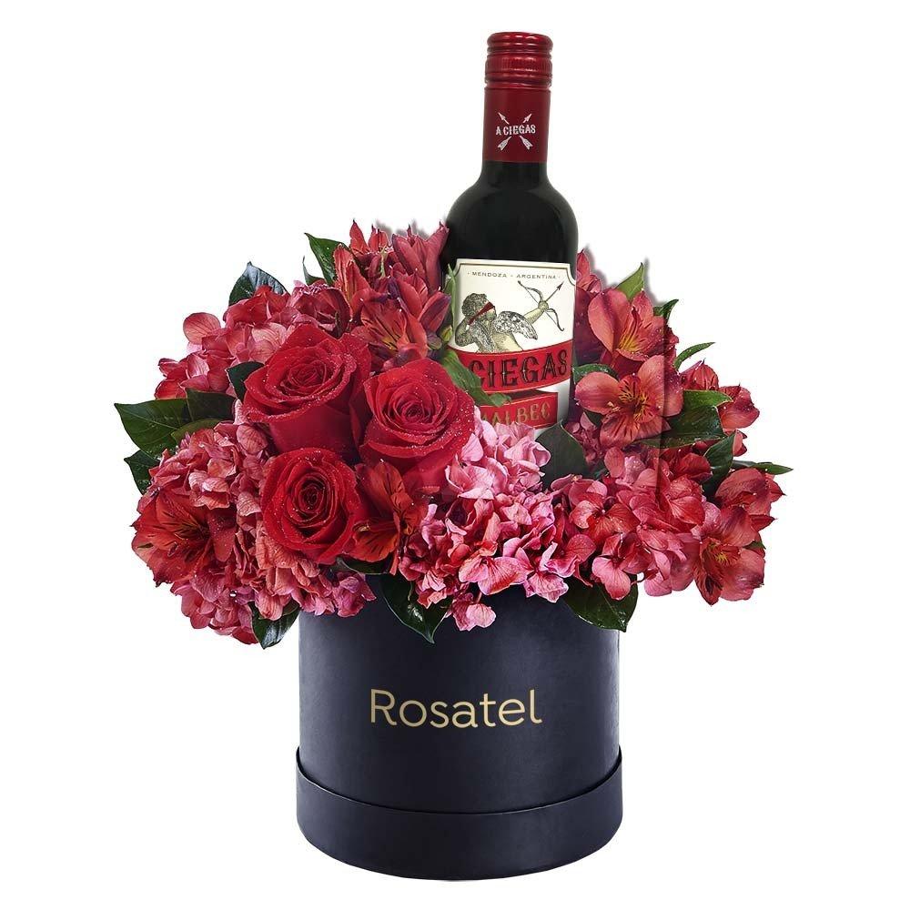 Sombrerera Negra con Flores y Vino Santa Julia A Ciegas Malbec