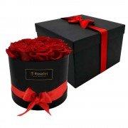 Sombrerera Negra con 12 Rosas Preservadas