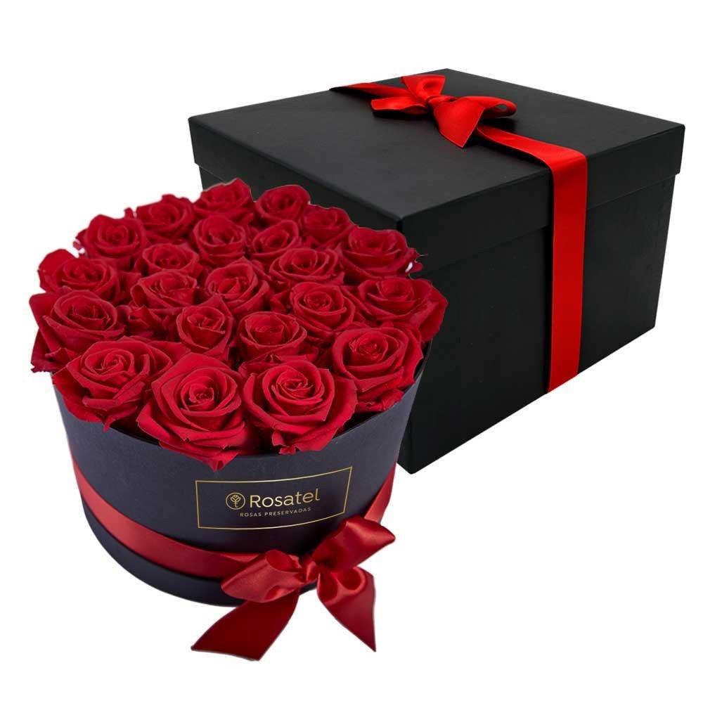 Sombrerera Negra con 24 Rosas Rojas Preservadas