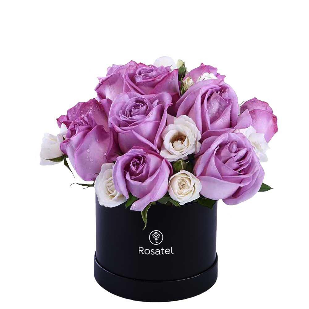 Sombrerera Negra Pequeña con 10 Rosas y Mini Rosas